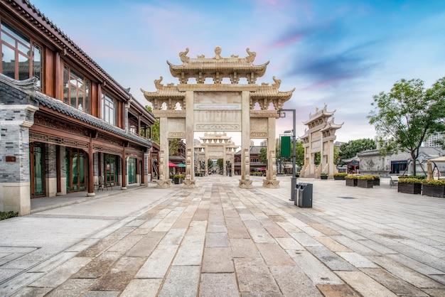 Rue de l'ancien bâtiment de la ville de jimo