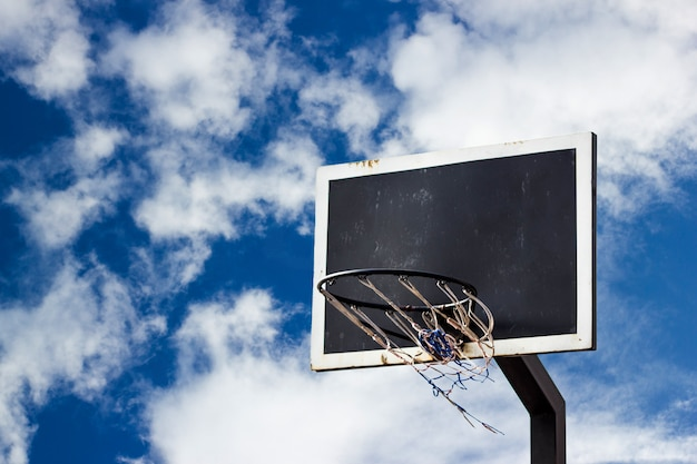Rue, basket, planche, fonds, sur, bleu, ciel