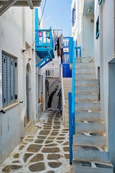 Rue grecque de mykonos sur l'île de mykonos en grèce