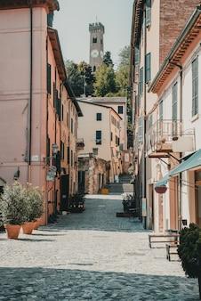Rue à santarcangelo c vues de la chapelle italie