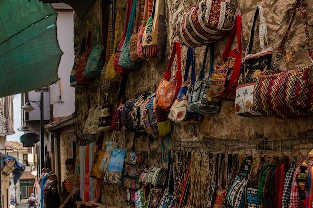 Rue de turquie avec boutiques de souvenirs