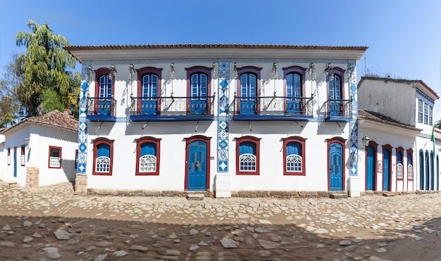 Rue et vieilles maisons coloniales portugaises du centre-ville historique de paraty, état de rio de janeiro