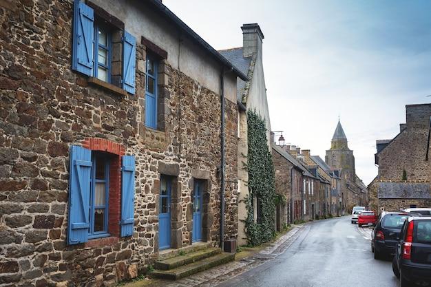 Rues et façades des plus beaux villages de france - saint-suliac