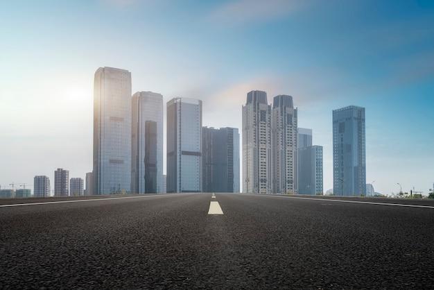 Rues urbaines et architecture moderne