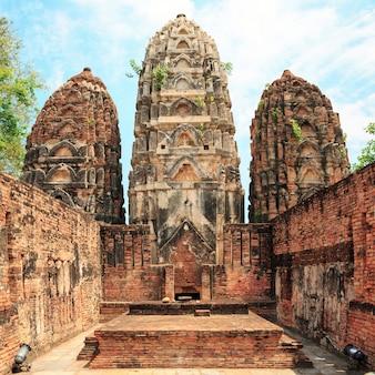 Ruine dans le parc historique de sukhothai