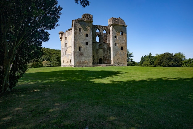 Ruines de l'ancien château de wardour, wiltshire, royaume-uni pendant la journée
