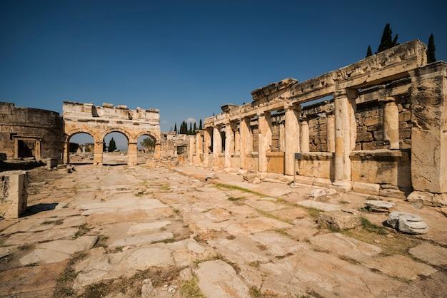 Les ruines de l'ancienne ville de hiérapolis