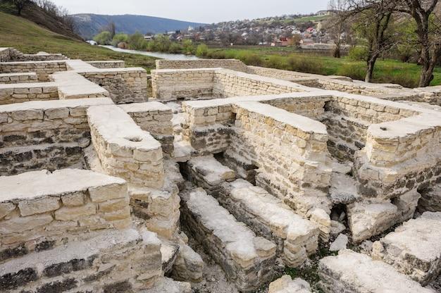 Ruines du bain public du vieil orhei, moldavie