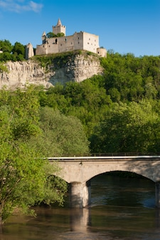 Ruines du château de rudelsburg en allemagne centrale