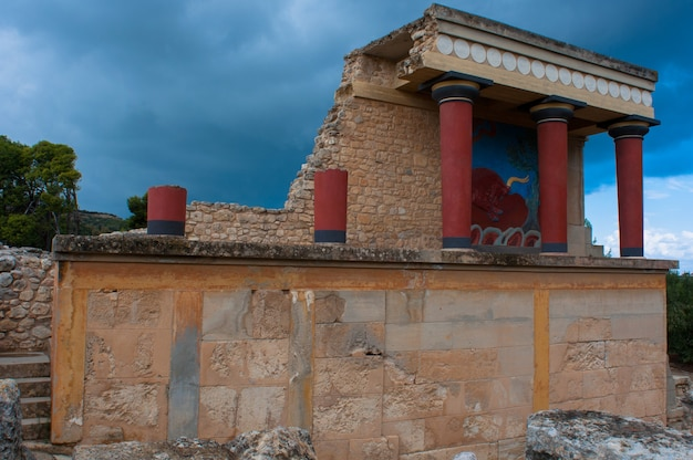 Ruines du labyrinthe du minotaure en crète.