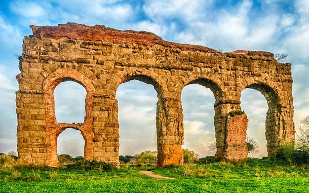 Ruines du parco degli acquedotti, rome, italie