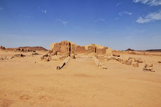 Ruines du temple dans le désert du sahara du soudan