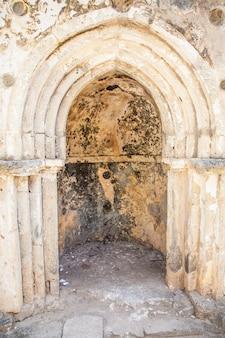 Les ruines de gede au kenya sont les vestiges d'une ville swahili, typique de la plupart des villes de la côte est-africaine