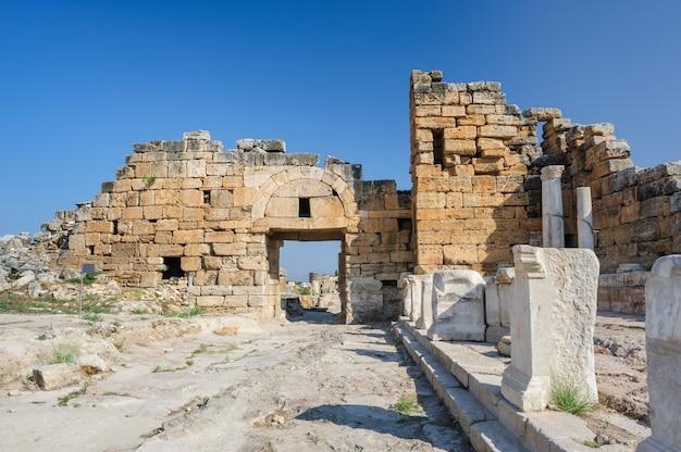 Ruines de hiérapolis, maintenant pamukkale