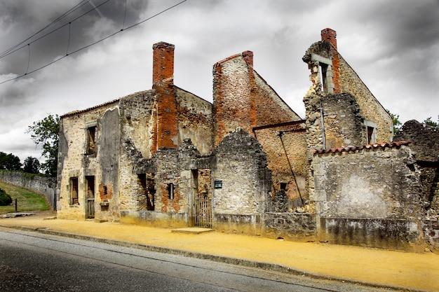 Ruines de maisons détruites par les bombardements