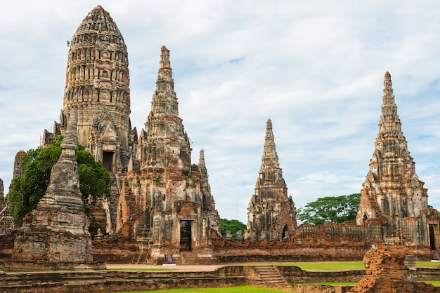 Ruines majestueuses de 1629 wat chai watthanaram construites par le roi prasat tong