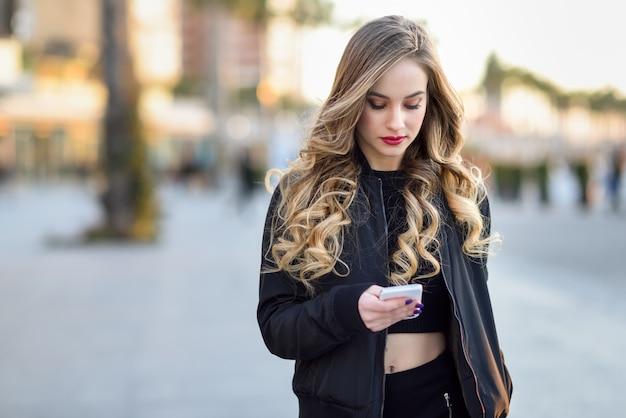 Russe personne mode de vie jeune téléphone
