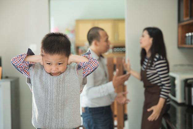 S'il vous plaît, arrêtez de se battre contre les parents