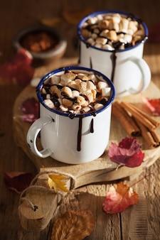 S'mores chocolat chaud mini guimauves cannelle boisson d'hiver
