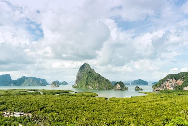 Sa-met-nang-shee point de vue. point de vue de la mer et de la forêt d'andaman dans la province de phang nga, thail