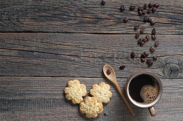 Sablé aux copeaux de noix de coco et tasse de café