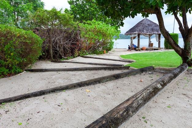 Sablez les escaliers jusqu'à la plage.
