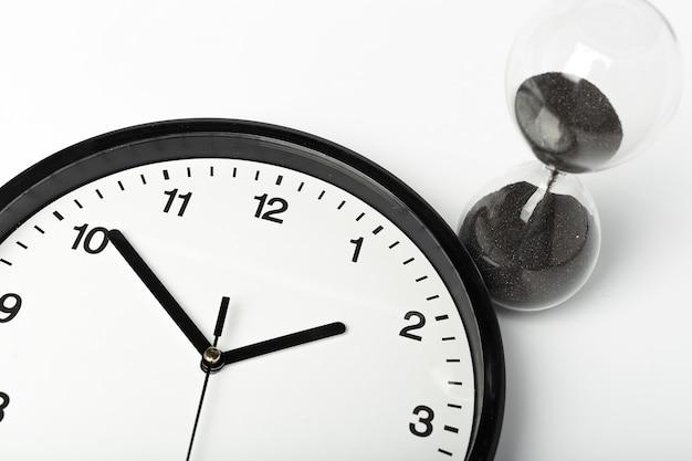 Sablier et horloge de bureau ronde