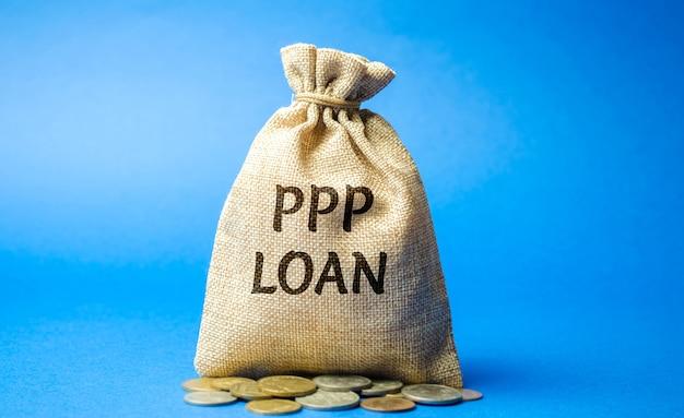 Sac d'argent avec le mot prêt ppp - programme de protection des chèques de paie.