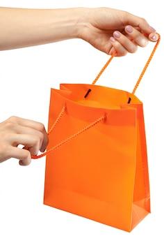 Sac de courses. femme main tenant le sac à provisions blanc