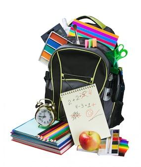 Sac à dos rempli de fournitures scolaires