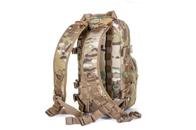 Sac à dos tactique couleur kaki vue de face isolé sur blanc équipement de surface touristique militaire