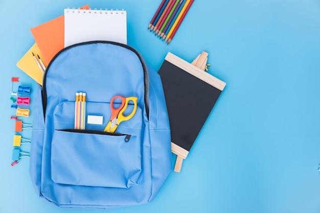 Sac d'école bleu sac à dos et accessoires outils pour l'éducation des enfants