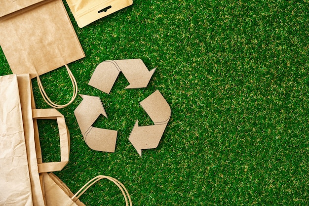 Sac écologique en papier artisanal, concept de consommation écologique