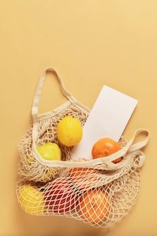 Sac en filet réutilisable plein de fruits