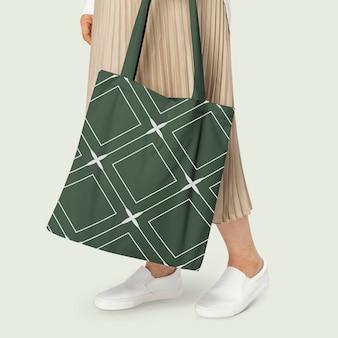 Sac fourre-tout vert avec shoot de vêtements de base à motif losange