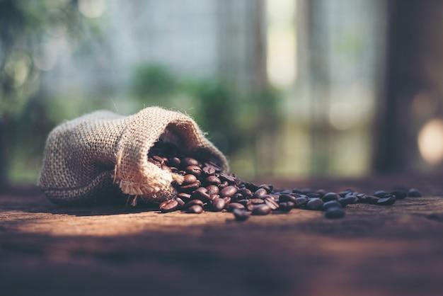 Sac de jabot noir de café et haricots