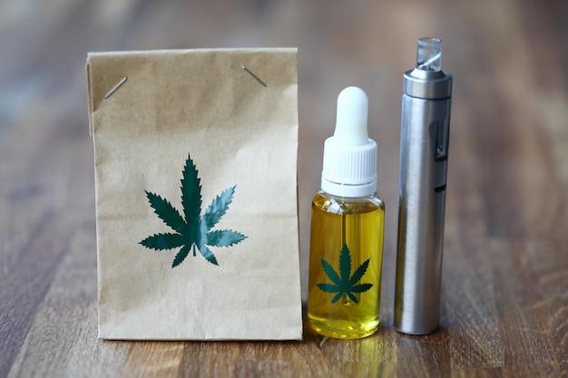 Sac en papier bio avec de l'huile de cbd vaporisateur de marijuana