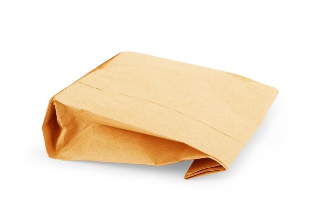 Sac en papier brun isolé sur fond blanc