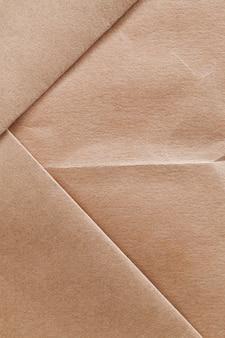 Un sac en papier fait de vieux papiers recyclés