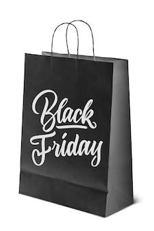 Sur un sac en papier noir avec un texte caligraphique, le message est vendredi noir