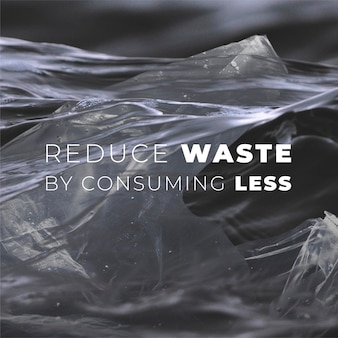 Sac en plastique à la dérive sur la campagne de pollution des océans