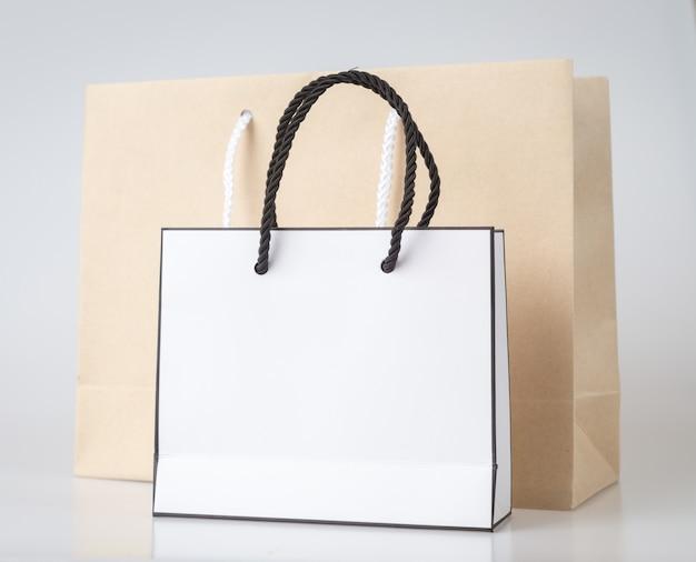Sac à provisions blanc sac à provisions unicolore et espace de copie pour le texte brut ou le produit