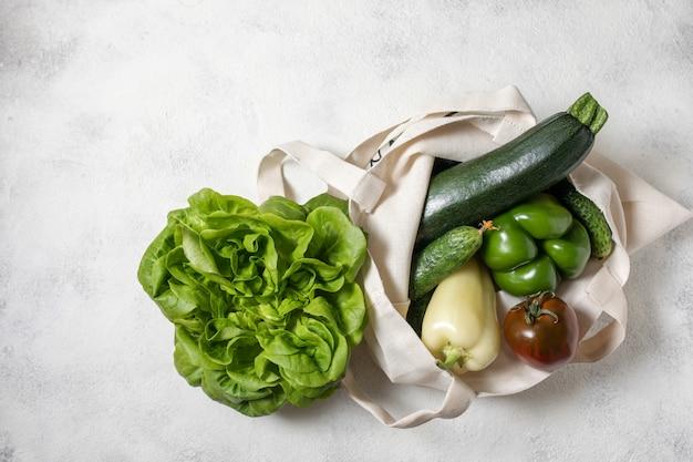 Sac à provisions en coton de légumes verts sains