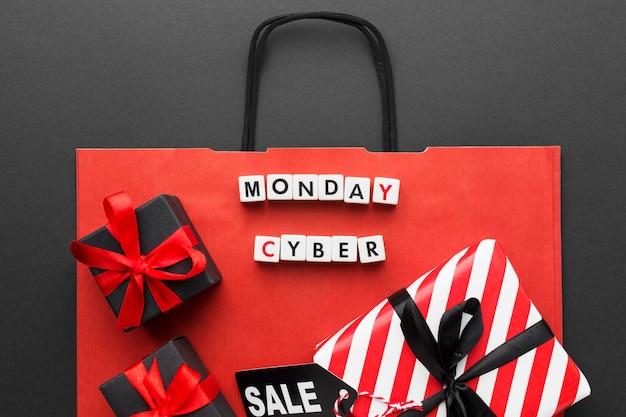 Sac à provisions rouge et cadeaux cyber lundi