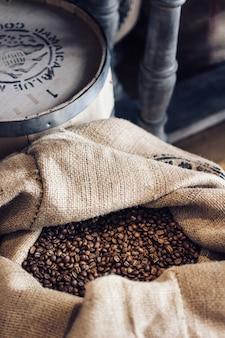 Sac rempli de grains de café
