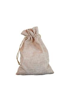 Sac ou sac de jute isolé sur fond blanc