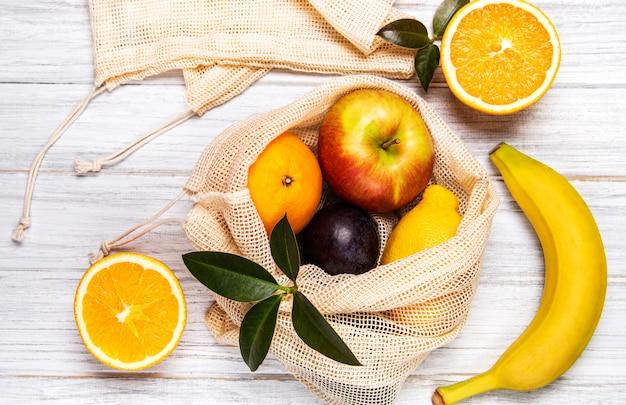 Sac shopping en filet avec fruits