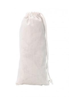 Sac en tissu blanc et corde isolé sur fond blanc.