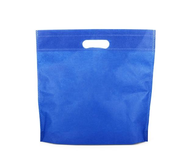 Sac en tissu bleu shopping isolé sur blanc avec un tracé de détourage