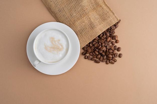 Sac en tissu avec des grains de café